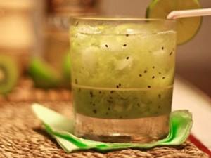 Receita de Daykiwi (caipirinha de kiwi)